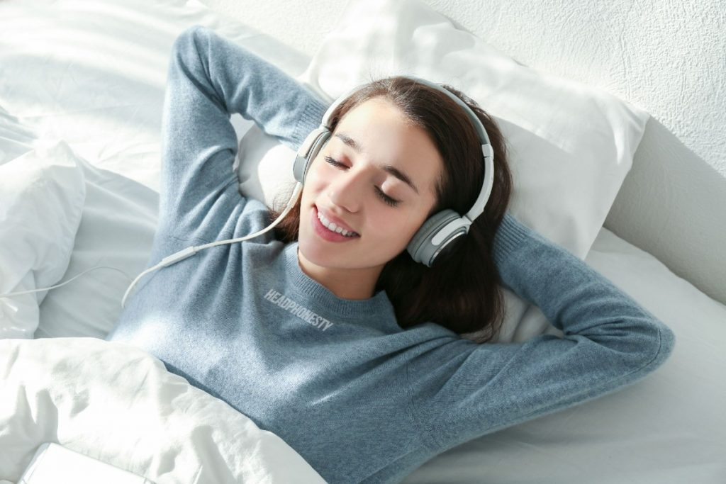 Best Apps with Relaxing Songs for Deep Sleep